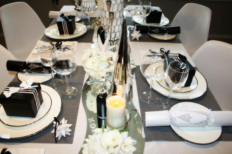 black-and-white-table-setting