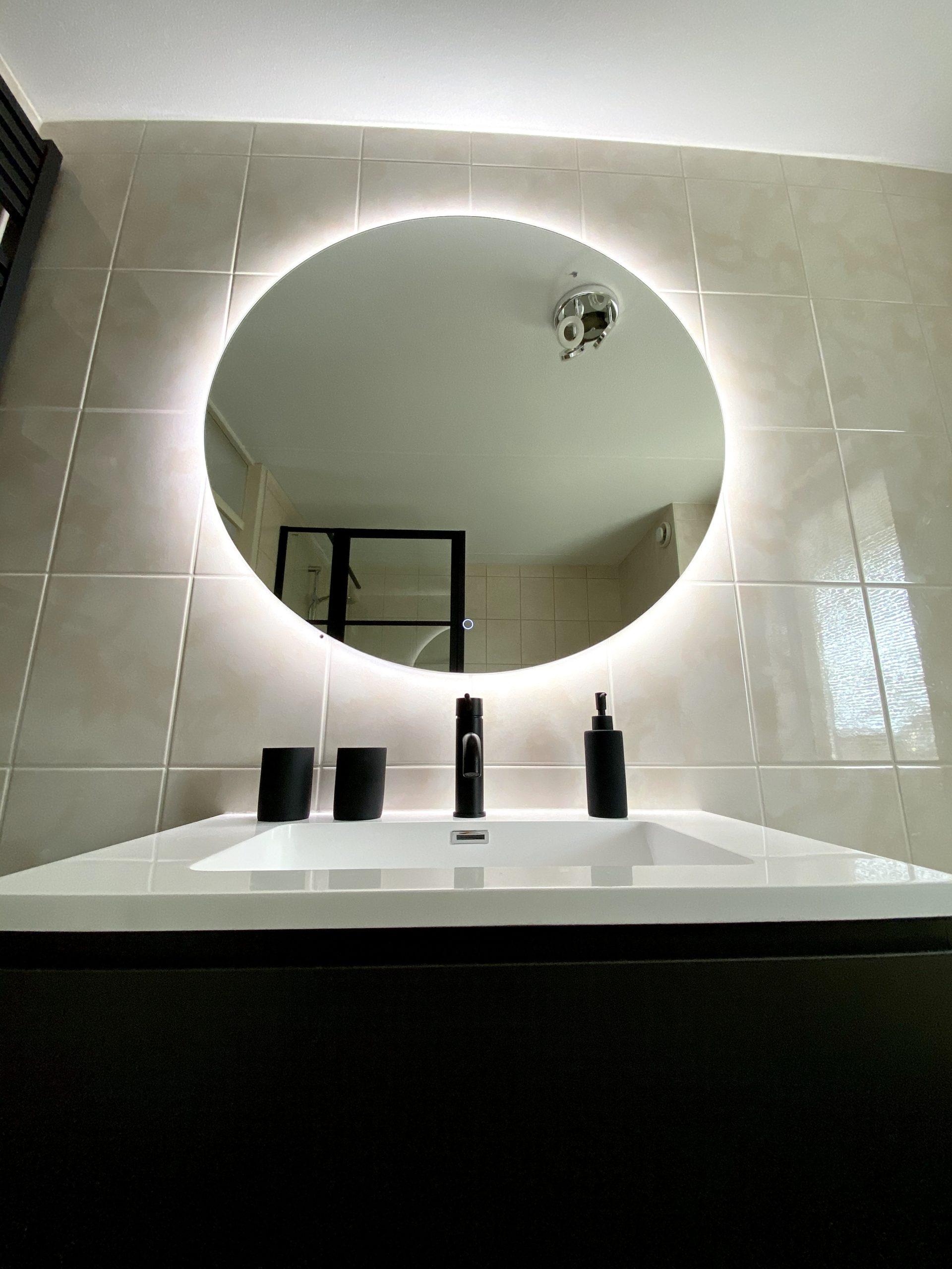 Verlichte Spiegel Door Douche-Concurrent